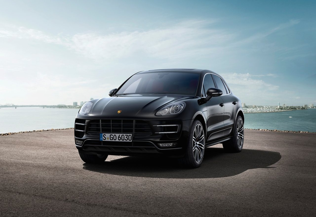 sporty compact crossovers 2015 mercedes benz gla45 amg vs 2015 porsche macan the official. Black Bedroom Furniture Sets. Home Design Ideas
