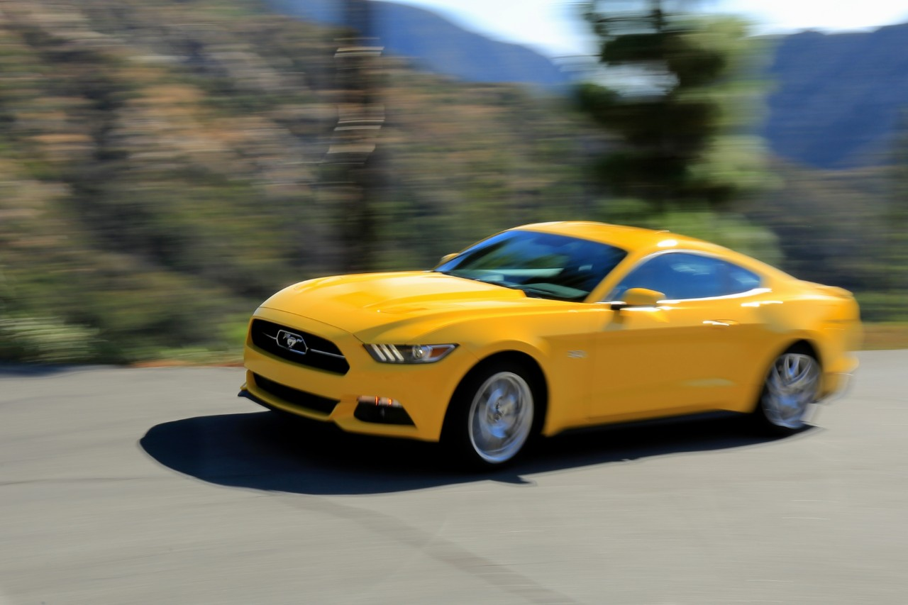 2015 Ford Mustang Gt Vs 2015 Chevrolet Camaro Ss The